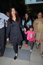Aishwarya Rai Bachchan snapped at airport on 1st March 2016 (65)_56d6935bf0b60.JPG