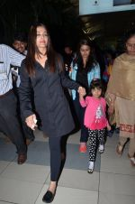 Aishwarya Rai Bachchan snapped at airport on 1st March 2016 (66)_56d6935cef5e8.JPG
