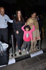 Aishwarya Rai Bachchan snapped at airport on 1st March 2016 (68)_56d6935eeab5e.JPG