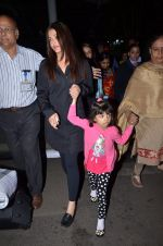 Aishwarya Rai Bachchan snapped at airport on 1st March 2016 (70)_56d693607378d.JPG