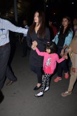 Aishwarya Rai Bachchan snapped at airport on 1st March 2016 (71)_56d693611ff48.JPG