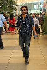 Jackky Bhagnani snapped at airport on 1st March 2016 (10)_56d694ea5fb7f.JPG