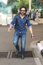 Jackky Bhagnani snapped at airport on 1st March 2016 (11)_56d694eca95be.JPG