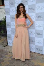 Karishma Tanna at Arpita Mehta_s fashion preview in Le15 Cafe Colaba on 1st March 2016 (57)_56d694323eade.JPG