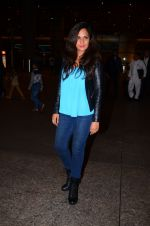 Richa Chadda snapped at airport on 1st March 2016 (60)_56d6936d2a619.JPG