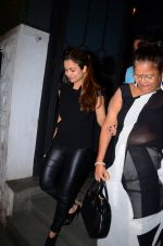 Amrita Arora at dinner party in Mumbai on 2nd March 2016 (9)_56d84558494ab.JPG