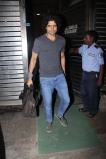 Farhan Akhtar snapped in Mumbai on 2nd March 2016 (11)_56d84688c0292.JPG