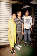 Ranbir Kapoor, Ayan Mukerji, Kiran Rao snapped in Mumbai on 2nd March 2016 (7)_56d8471a80abe.JPG