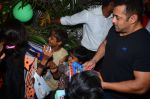 Salman Khan at dinner party in Mumbai on 2nd March 2016 (102)_56d84608965af.JPG