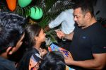 Salman Khan at dinner party in Mumbai on 2nd March 2016 (103)_56d846098e865.JPG