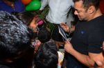 Salman Khan at dinner party in Mumbai on 2nd March 2016 (108)_56d8460d94be9.JPG