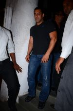 Salman Khan at dinner party in Mumbai on 2nd March 2016 (87)_56d845f8f1ff8.JPG