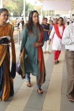 Hema Malini snapped at airport on 3rd MArch 2016 (14)_56d9a7d579253.JPG