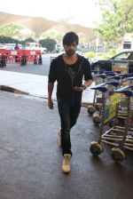 Himesh Reshammiya snapped at airport on 3rd MArch 2016