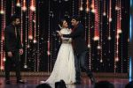 Kapil Sharma cheers the Finalists in India_s Best Dramebaaz Grand Finale on 3rd March 2016 (1)_56d99de4d391a.jpg