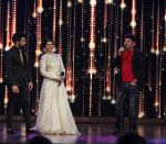 Kapil Sharma cheers the Finalists in India_s Best Dramebaaz Grand Finale on 3rd March 2016 (8)_56d99df2ccf4e.jpg