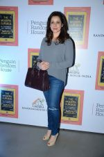 Neelam Kothari at Sonali Bendre_s book launch on 3rd March 2016 (47)_56d9ab8d6e5d2.JPG