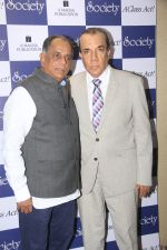 Pahlaj Nihalani unveils the cover of Society Magazine Spring-Summer collection launch of designer Eshaa Amin on 4th March 2016 (8)_56daf262b835d.JPG