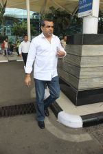 Paresh Rawal snapped at airport on 4th March 2016 (16)_56da44f6a2158.JPG