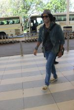 Farhan Akhtar snapped at airport on 5th March 2016 (48)_56dc20afec76e.JPG