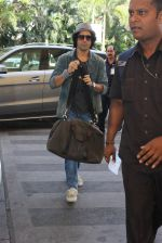 Farhan Akhtar snapped at airport on 5th March 2016 (51)_56dc20b7d8214.JPG