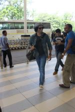 Farhan Akhtar snapped at airport on 5th March 2016 (52)_56dc20b93be51.JPG