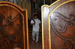 Karan Singh Grover snapped leaving a spa in Juhu on 5th March 2016 (28)_56dc1ecf7f168.JPG