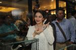 Madhuri Dixit launches png store on 5th March 2016 (54)_56dc1d8056d42.JPG
