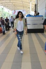 Sonal Chauhan snapped at airport on 5th March 2016 (45)_56dc213ba1eac.JPG