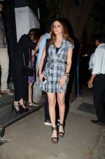 Suzanne kHan snapped in Mumbai on 5th March 2016 (6)_56dc1c15c7361.JPG