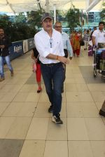 Anupam Kher snapped at airport on 6th March 2016 (21)_56dd2b4b7cc69.JPG