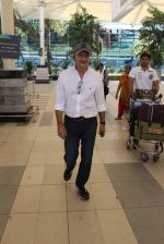 Anupam Kher snapped at airport on 6th March 2016 (24)_56dd2b4f1e44d.JPG