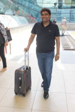 Johnny Lever snapped at airport on 6th March 2016 (6)_56dd2b5816a81.JPG