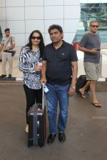 Johnny Lever snapped at airport on 6th March 2016 (8)_56dd2b59ce43e.JPG