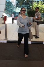 Kajol snapped at airport on 6th March 2016 (25)_56dd2b6c28a6c.JPG