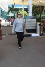 Kajol snapped at airport on 6th March 2016 (28)_56dd2b6eaed54.JPG