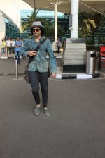 Farhan Akhtar snapped at airport on 7th March 2016 (32)_56deb0e9359b2.JPG