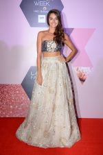 Shibani Dandekar at Lakme Fashion Week Preview on 8th March 2016 (85)_56e00ccd125c1.JPG