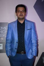 at Lakme Fashion Week Preview on 8th March 2016 (21)_56e00b83e2cd2.JPG