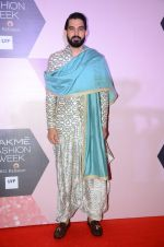 at Lakme Fashion Week Preview on 8th March 2016 (90)_56e00bbf62428.JPG