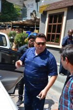 Rishi Kapoor snapped in Bandra on 9th March 2016 (6)_56e165c7420a6.JPG
