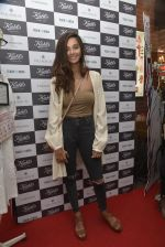 Shibani Dandekar at a Special Charity Project by Kiehl_s on 9th March 2016 (53)_56e16cd6a670a.JPG