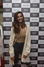 Shibani Dandekar at a Special Charity Project by Kiehl_s on 9th March 2016 (56)_56e16cd947c2a.JPG