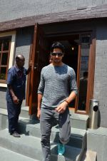 Sidharth Malhotra snapped post lunch in Mumbai on 9th March 2016