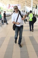 Imtiaz Ali snapped at airport on 10th March 2016 (54)_56e26c3b2a9cc.JPG