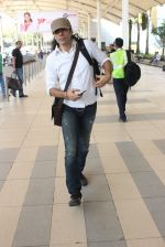 Imtiaz Ali snapped at airport on 10th March 2016 (55)_56e26c3c47e73.JPG