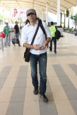 Imtiaz Ali snapped at airport on 10th March 2016 (56)_56e26c3d3224d.JPG