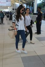 Sonal Chauhan snapped at airport on 10th March 2016 (22)_56e26c8a4172a.JPG
