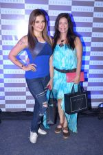 Deepshikha at Tresorie store on 11th March 2016 (2)_56e40e1840e6c.JPG