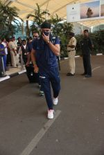 Harbhajan Singh snapped at airport on 11th March 2016 (22)_56e407e068065.JPG